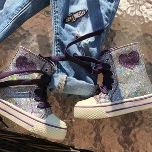Like new toddler sneaker size 5 (Not Converse)